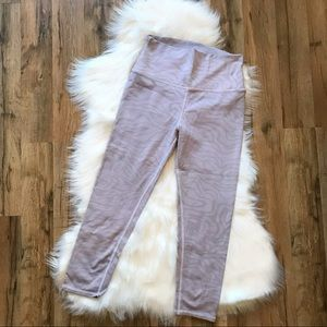 Alo Yoga Airbrush Crop Leggings